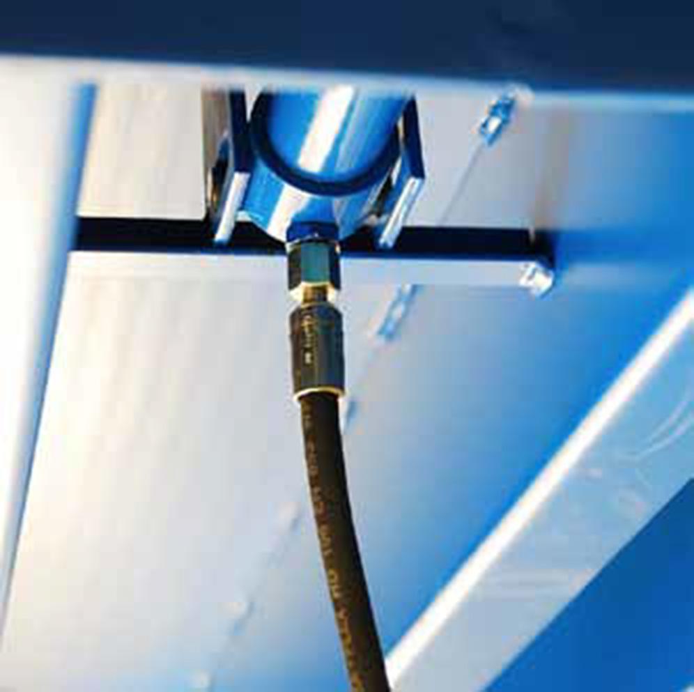 Warum müssen Hydraulikschläuche an Überladebrücken regelmäßig ausgetauscht werden?