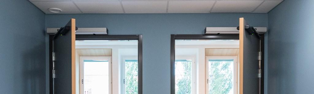 Die 10 wichtigsten Anforderungen bei der Planung von Eingängen mit automatisierten Drehflügeltüren